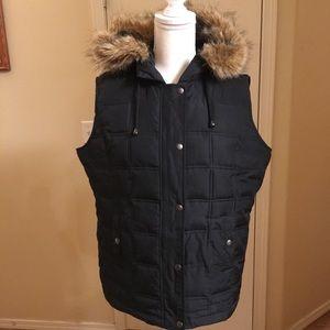 Gap vest w/fur hood